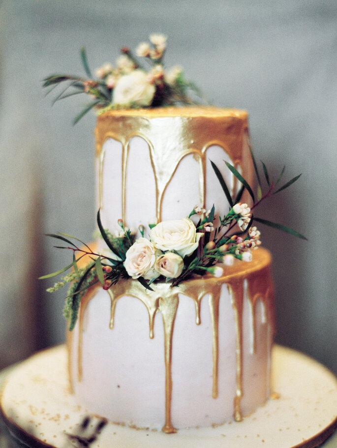 bolo casamento metalizado drip cake
