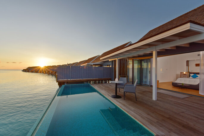 Photo : Villa sur pilotis © Kuramathi Island Resort