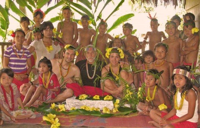 Foto tras la boda en la jungla en Mentawai