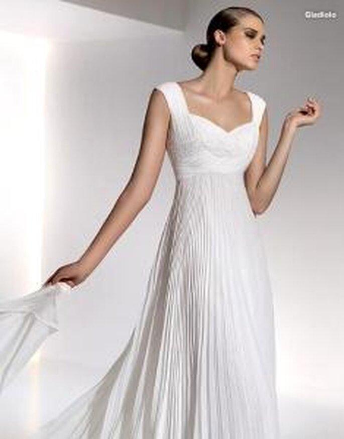 Pronovias 2010 - Gladiolo, vestido largo en seda drapeada, escote en forma de corazón, tirantes gruesos
