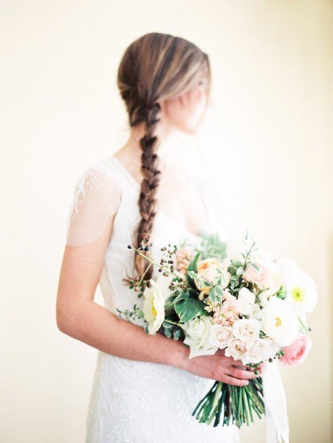 Una trenza genial para sorprender con tu peinado de novia - Foto Orange Photographie