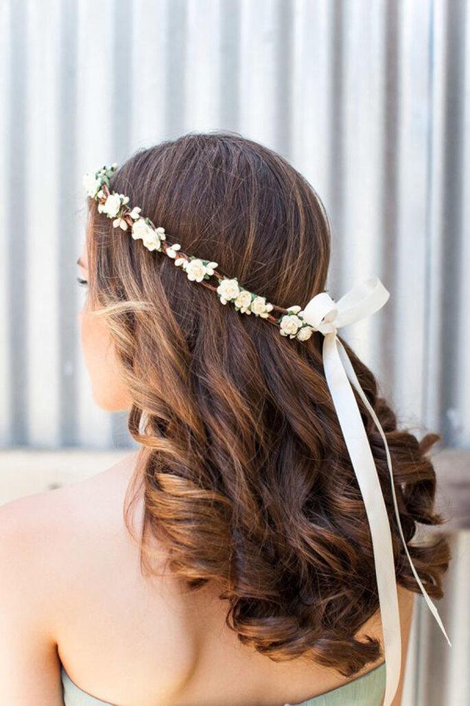 Brautfrisuren mit offenen Haaren mit Haarkranz