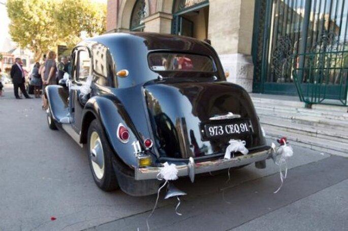 Les voiture anciennes font toujours sensation dans les mariages. - Photo : Guy VL