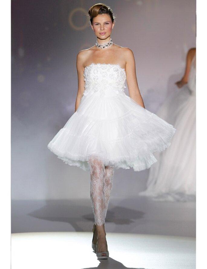 Kurzes Brautkleid von Novia D'Art, Kollektion 2012, im Stil der 50er Jahre