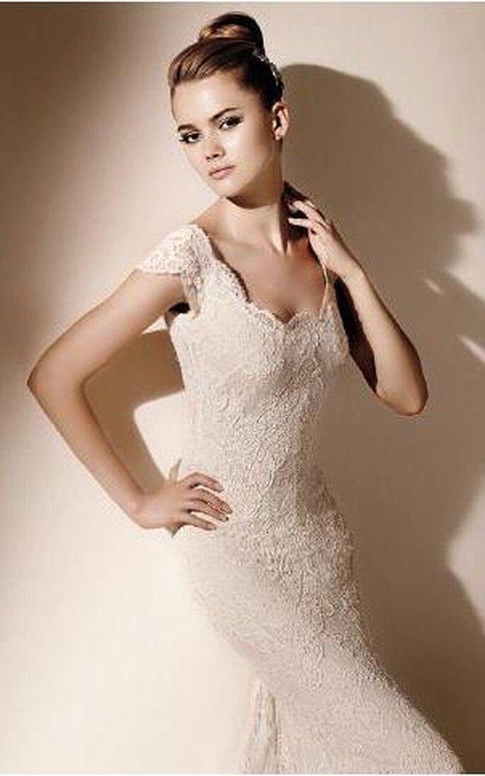 0bb921004430 Vestiti da sposa in pizzo Valentino Sposa 2010