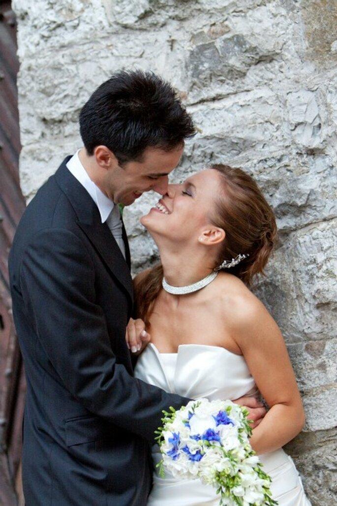 Alessandra e il marito Alessandro in una tenera immagine. Foto di Francesca Pisoni