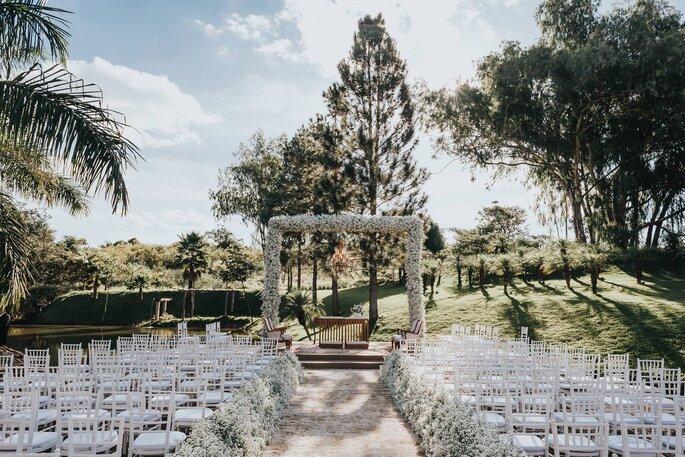 Decoração, flores e aluguel de mobiliário: Maria Helena Design de Eventos - Foto: Matheus Brito Wedding & Lifestyle