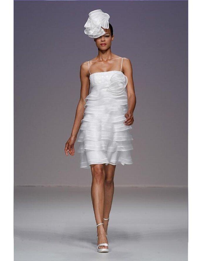 Kurzes Brautkleid mit Raffungen von Cymbeline aus der Kollektion 2012