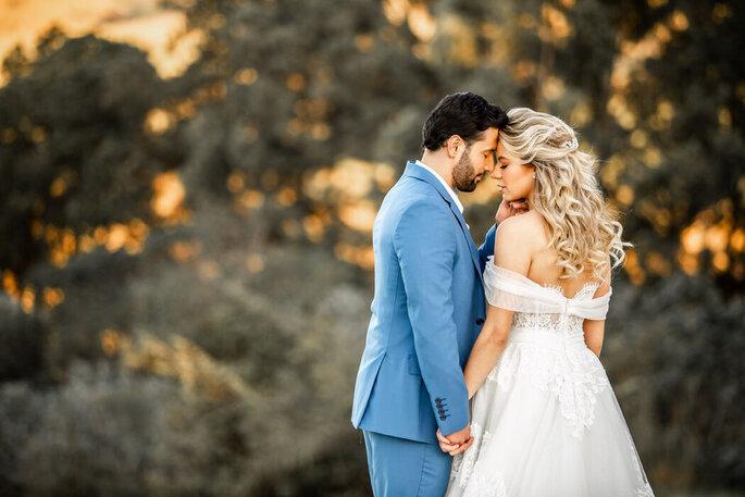 Troca de carinho entre os noivos