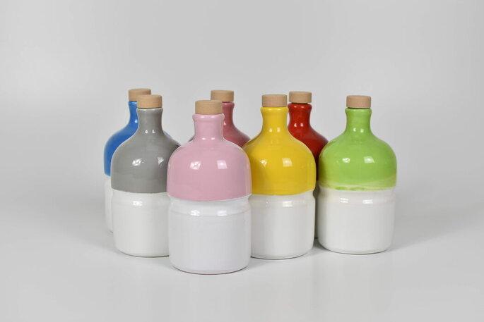 Olio in bottiglie personalizzate dai colori sgargianti