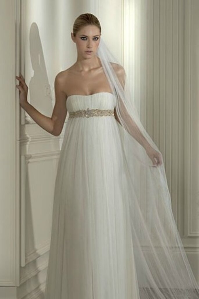 La robe de mariée coupe empire allonge la silhouette