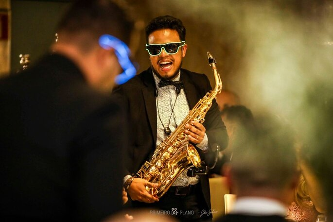 Walking music sax