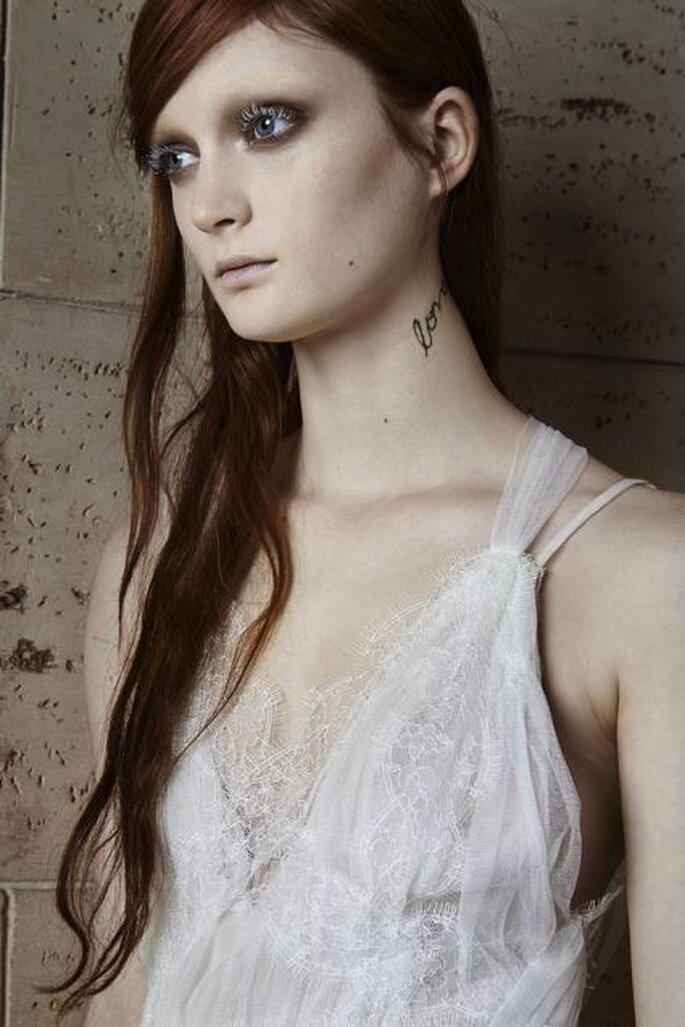 El estilo de las modelos de Vera Wang se distancia de la imagen romántica de las novias tradicionales