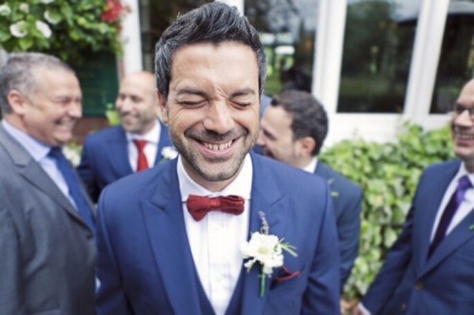 La importancia del boutonniere en el novio - Foto Cotton Candy Weddings