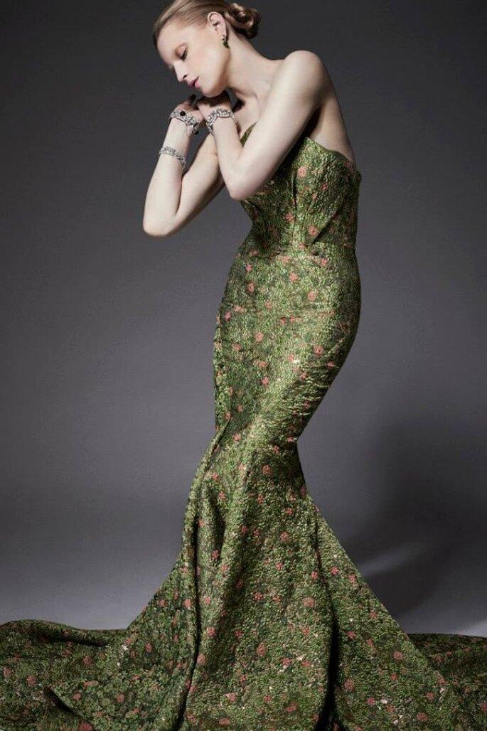 Vestido de fiesta corte sirena con escote palabra de honor y cauda larga - Foto Zac Posen