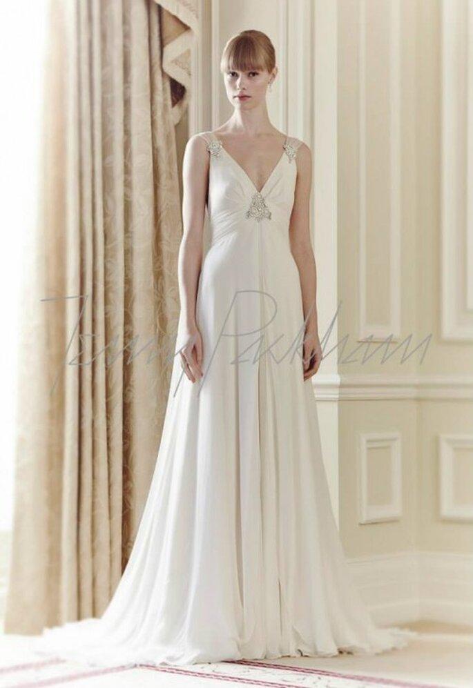 Vestido de novia 2014 en color blanco con cauda barrida y detalles de pedrería - Foto Jenny Packham