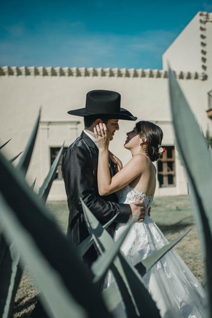 boda mexicana boda regional con sombrero y vestido blanco