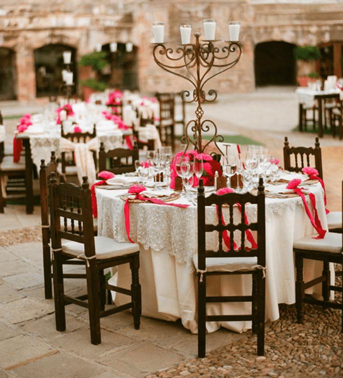 Centros de mesa con detalles en rosa mexicano - Foto Aaron Delesie