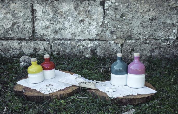 Bottiglie colorate come bomboniere riutilizzabili