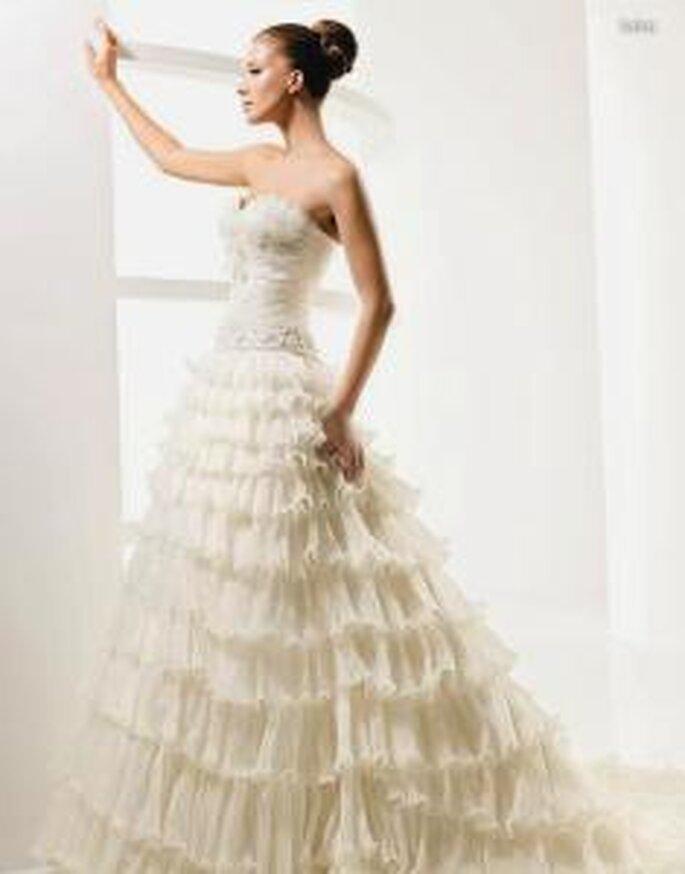 La Sposa 2010 - Laica, vestido largo en tul, en cascada, corte princesa