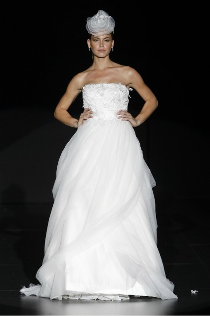 Volúmenes en los vestidos de novia Charo Peres 2012 - Ugo Camera / Ifema