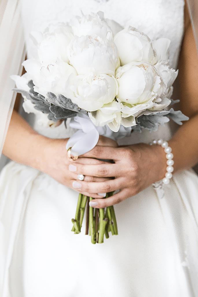 Ramo de novia con peonías blancas - Foto Infinity Faith Photography