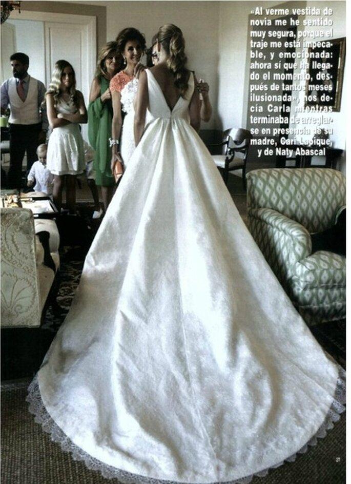 El vestido de novia Rosa Clará se componía también de una espectacular cola: nada más y nada menos que dos metros y medio - Revista Hola