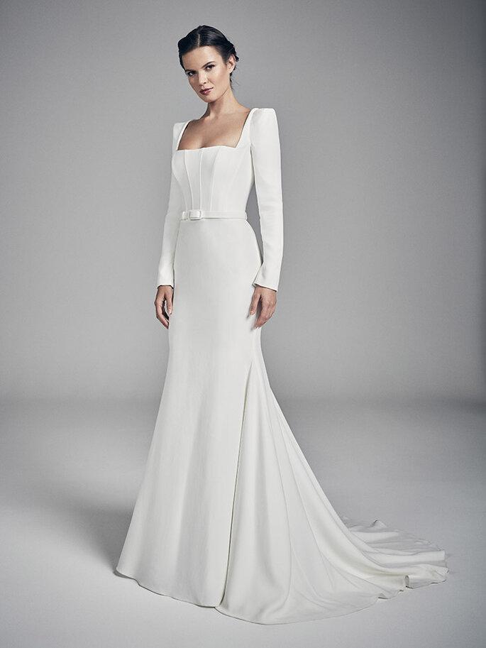 Vestido de novia escote cuadrado con manga larga