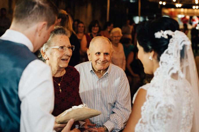 Emoção da família em casamento