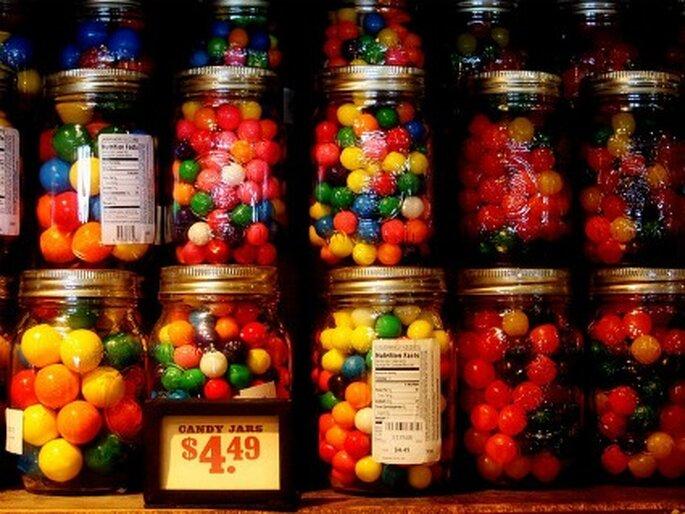Regala dulces a los niños invitados a la boda. Foto: Saminblue