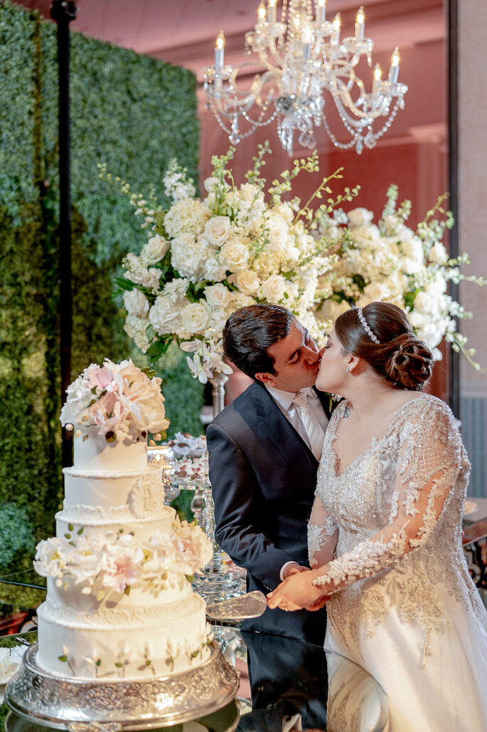 corte do bolo do casamento
