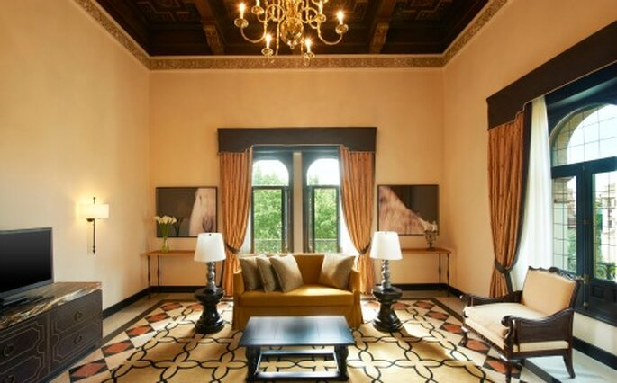 Les suites et chambres luxueuses de l'Hôtel Alfonso XIII à Séville ont de quoi vous émerveiller