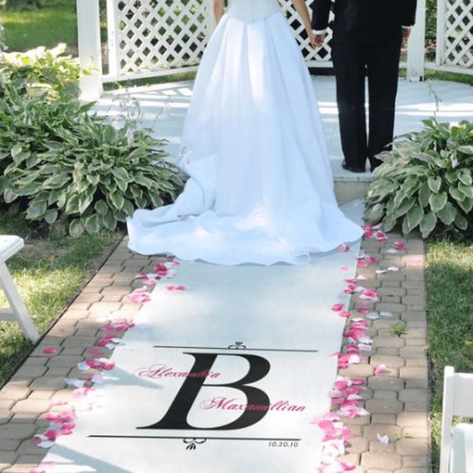 Personaliza tu desfile al altar con este tapete para boda - Foto Making Memories and More