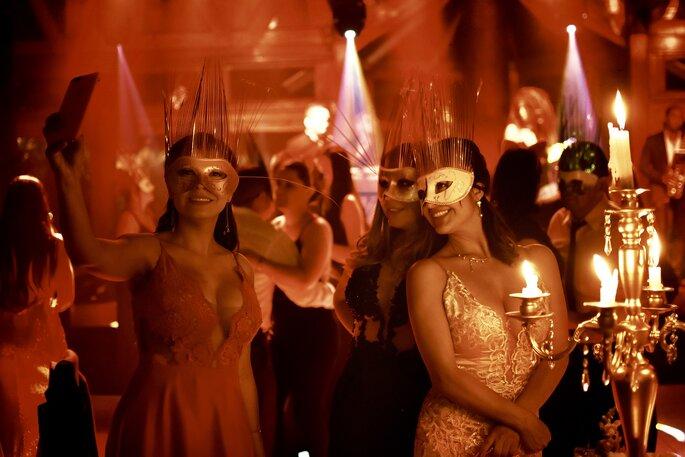 Las Novias de Calderón Fiesta de boda con máscaras