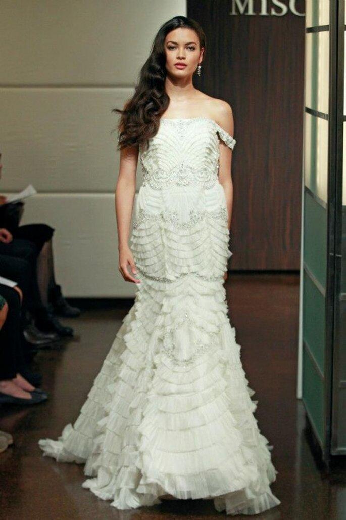 Vestido de novia otoño 2013 repleto de detalles en relieve y silueta con volumen - Foto Badgley Mischka