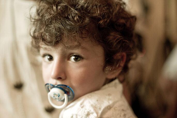 jolie photo d'un enfant à un mariage