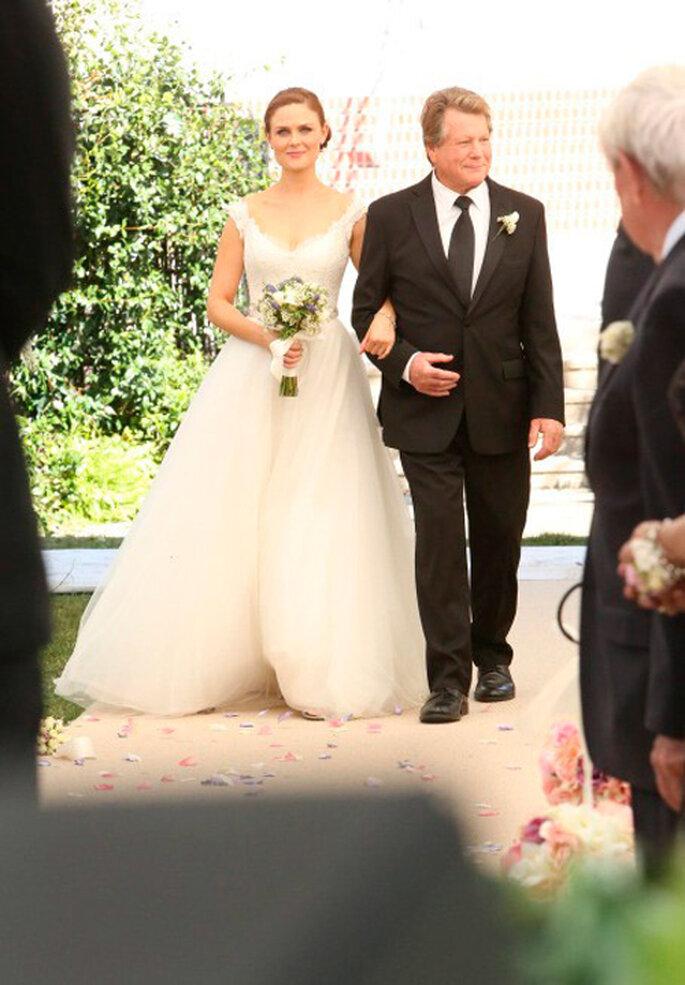 Brennan luce un hermoso vestido de novia rumbo al altar - Foto FOX