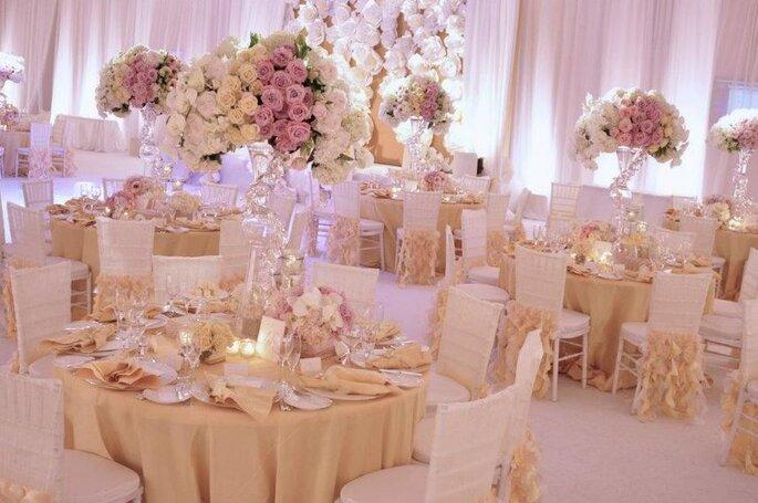 Salón de bodas decorado en color rosa y marfil. Foto: www.sphotos.xx.fbcdn.net