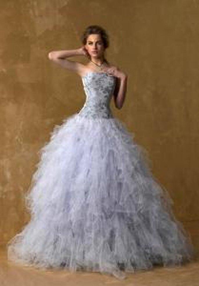 Model Novias 2009 - Vestido largo de corte princesa, corpiño e brocado y falda voluminosa en tul