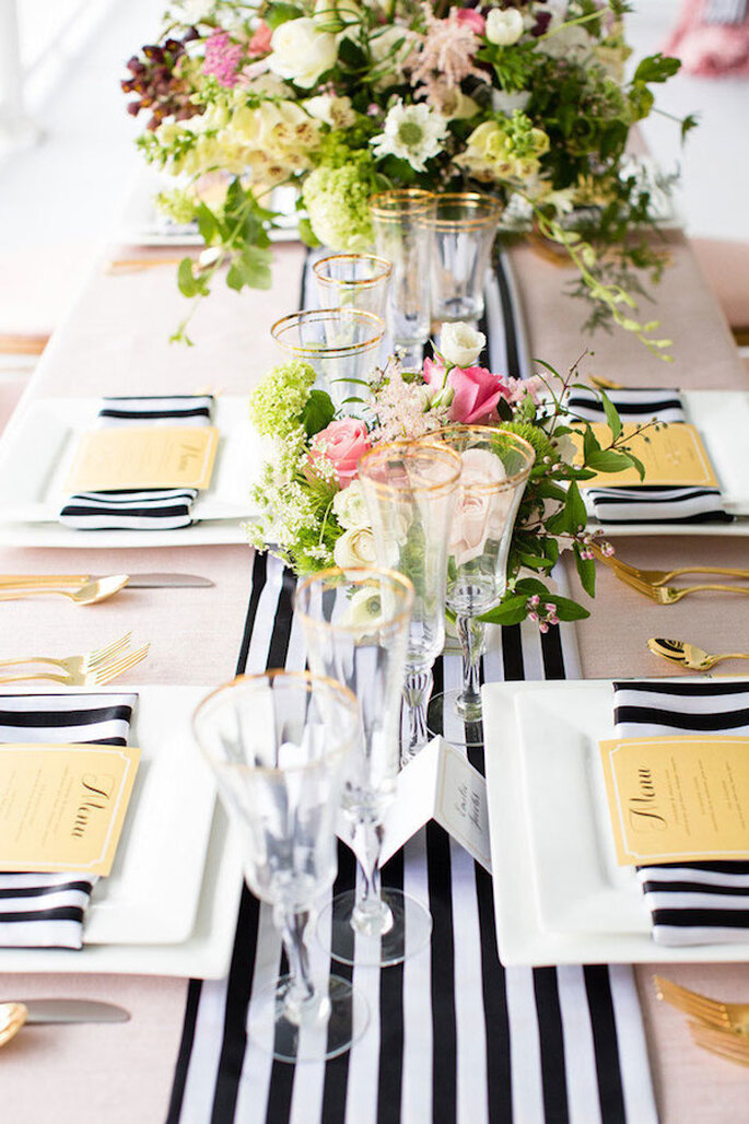 Un camino de mesa a rayas - Foto Robyn Van Dyke Photography