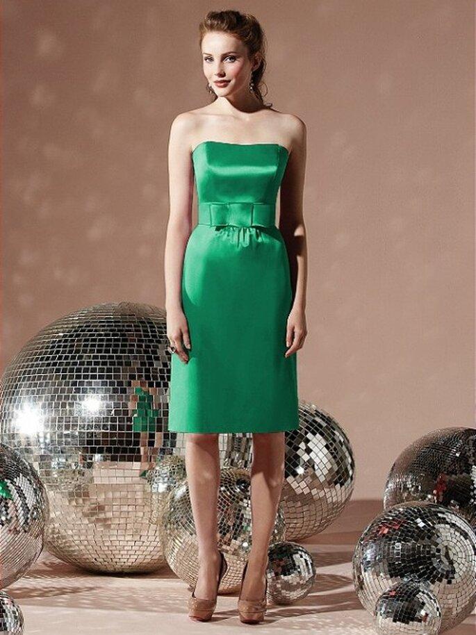 Vestido corto para dama de boda en color verde esmeralda - Foto Dessy