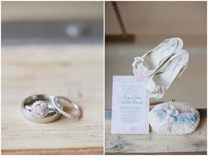 Delicado ajuar de novia con toques azul claro. Foto: Vicky Bartel Photography