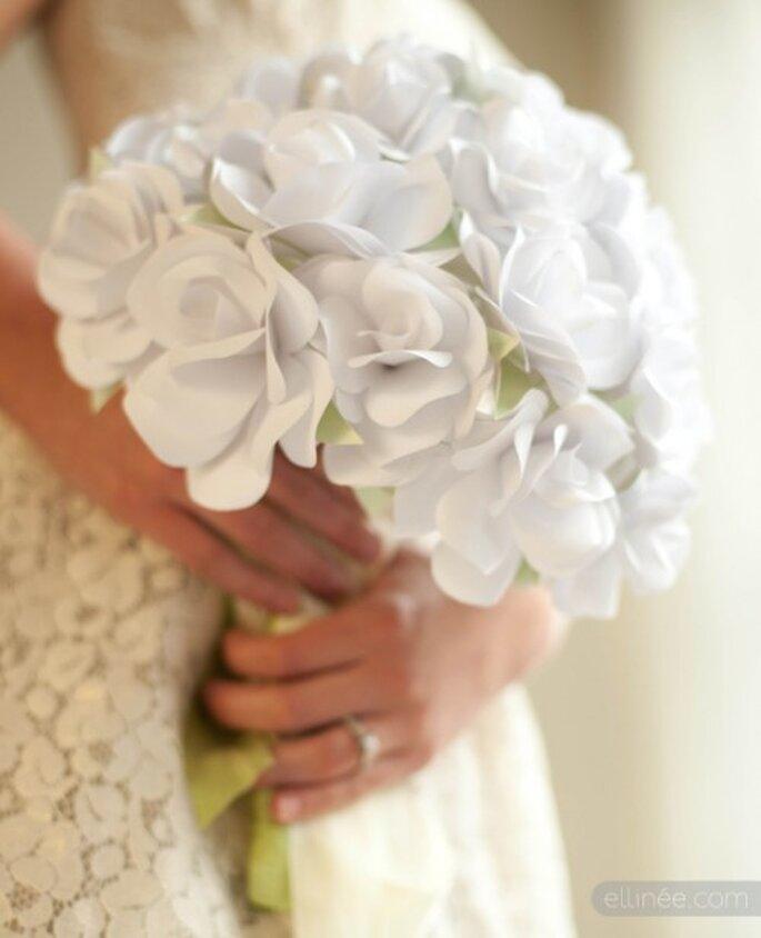 Mit ein paar Tipps finden Sie einen günstigen Brautstrauß – Foto: Paper Rose Bouquet
