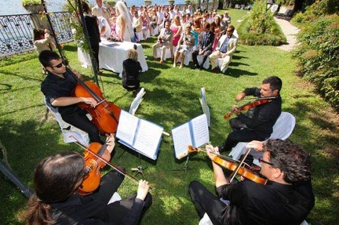 Qué se necesita para que un ensamble de música clásica toque en una boda - Foto Photo27 en Italian lakes wedding