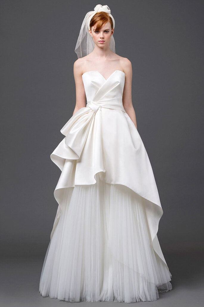 Vestido de novia 2015 corte princesa con escote corazón y doble falda con detalles tridimensionales - Foto Alberta Ferretti