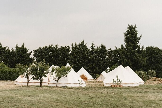 Des tentes signées Wedding Tipi installées en pleine nature.
