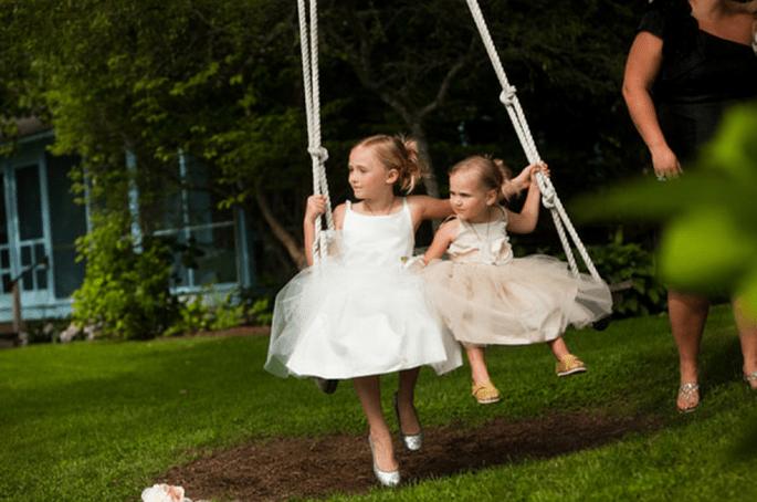 Vestidos con estilo y encanto para pajes de boda - Foto Hitched Studios