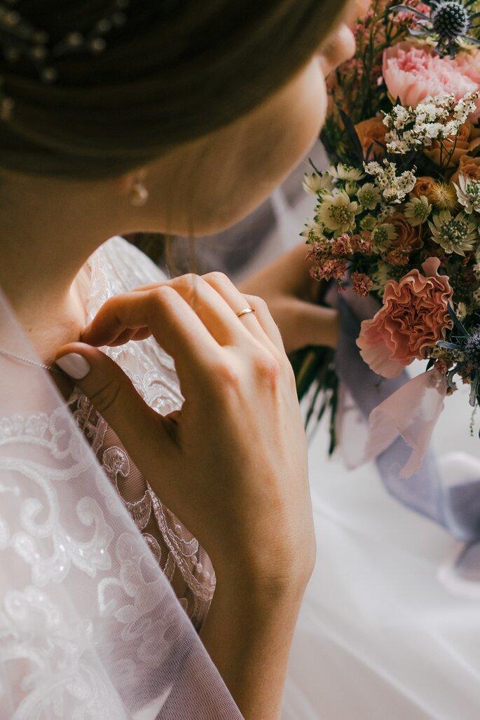 ajuar de novia ajuar de boda novia con velo y ramo de novia