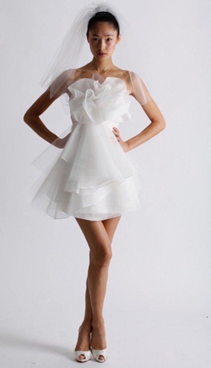 Vestido corto para la novia de otoño 2011