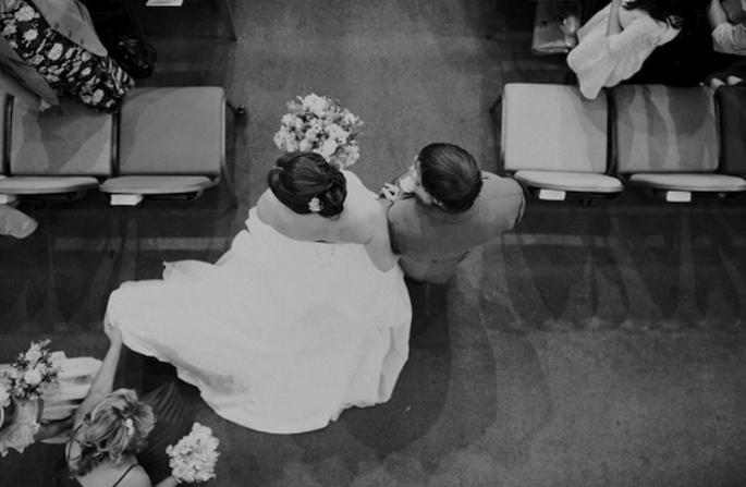 La novia desfilando hacia el altar con su papá - Foto Nadia Meli
